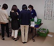 後藤農園、県庁生協とのコラボ企画でぶどうの販売実習を行っています。