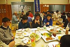 入学式に先立って歓迎の夕食会です